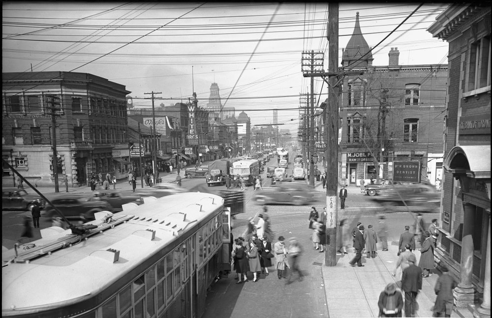Downtown Toronto Queen street and spadina 1945